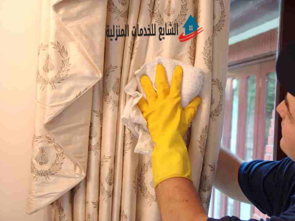 طريقة تنظيف الستائر وإزالة الأتربة